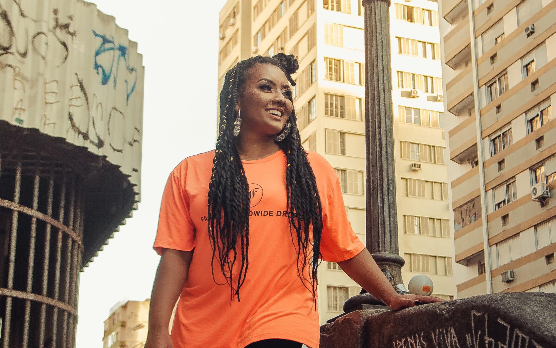 DJ Carola comenta em entrevista sobre sua nova track Carolas World lançada por sua própria label a Tropical Feelings