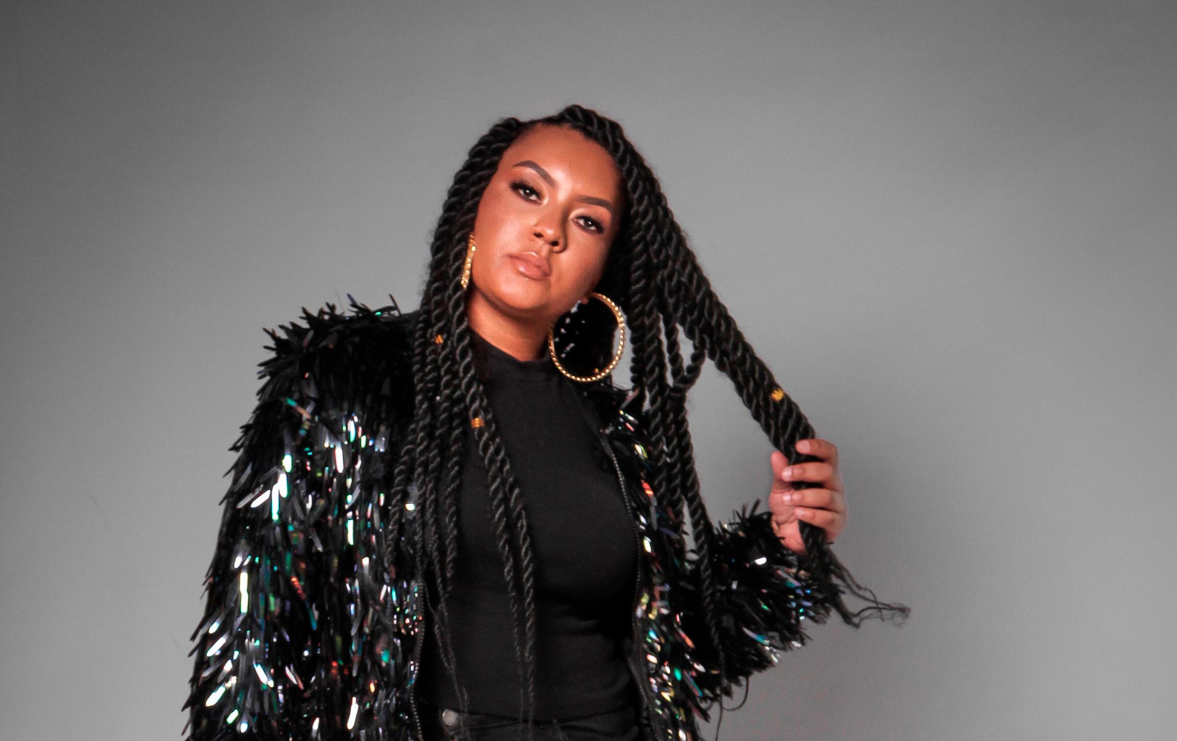 Para fechar 2020 Carola comenta destaques de seu ano e celebra sua presença na live da Só Track Boa