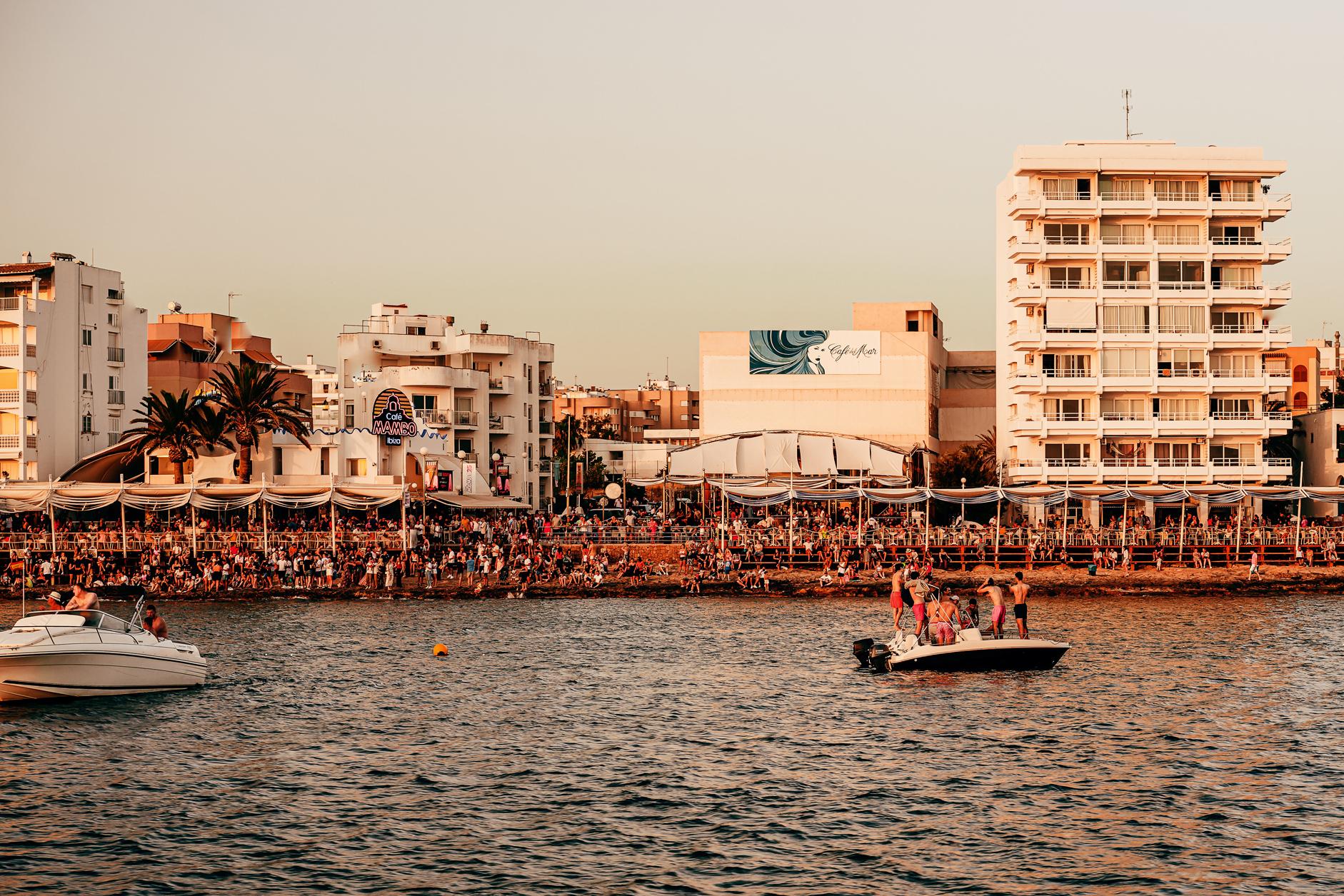 Praias e festas O que é Ibiza